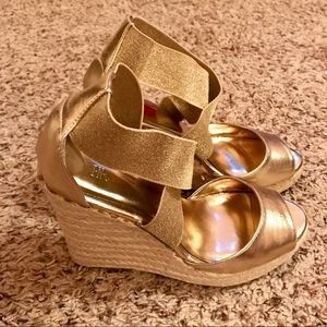 INC International Concepts Shoes - INC gold size 7 mixed texture wedge EUC